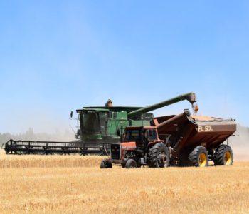 combine-harvester-gffddb8075_1920
